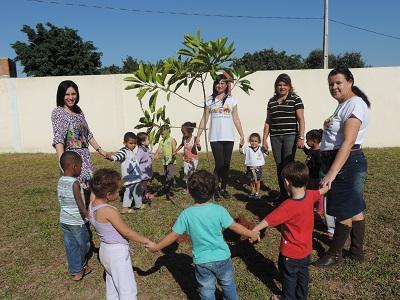 Viveiro de Mudas Nordesta promove manhã ecológica com alunos da Creche Pablo Vitor em Arcos.